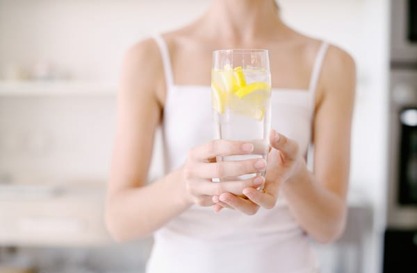 sosteniendo-una-limonada