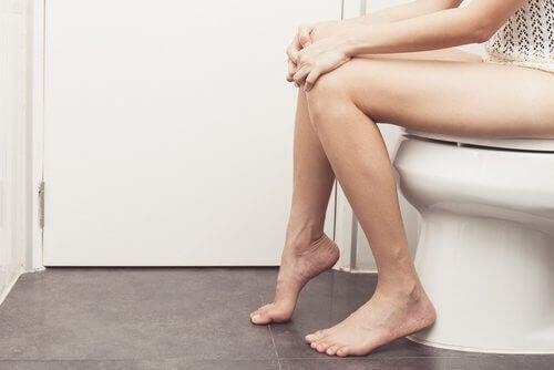 Mujer, en el baño
